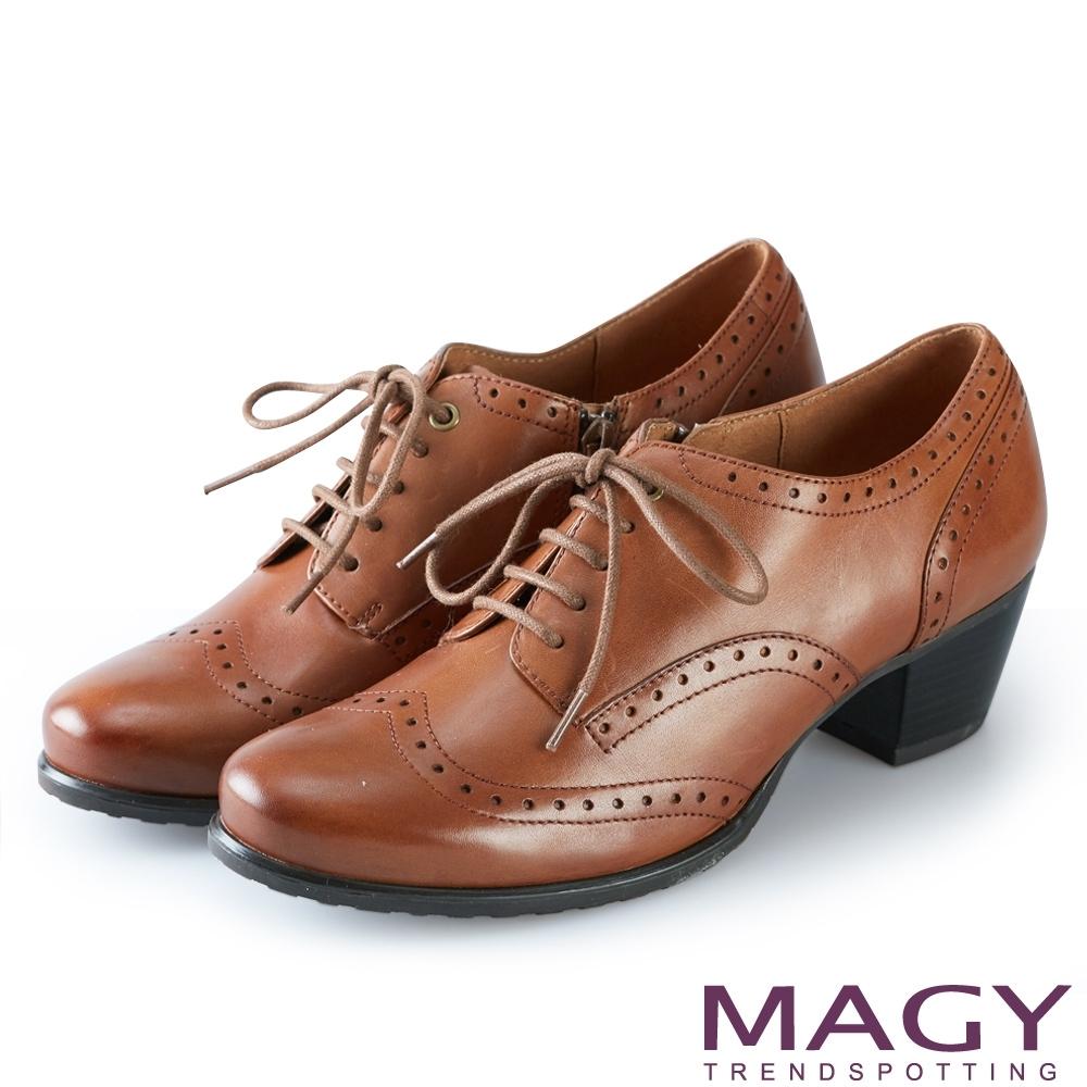 MAGY 英倫復古 蠟感花邊綁帶真皮粗跟牛津鞋-棕色