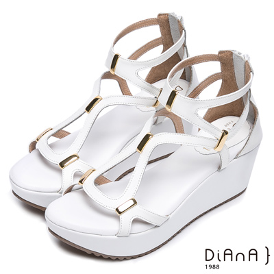 DIANA 夏日曲線—弧形皮帶飾釦交叉拉鍊楔型涼鞋-白