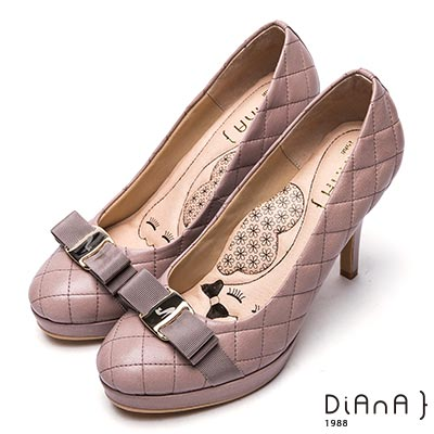 DIANA雷射飾釦格紋綿羊皮高跟鞋-漫步雲端厚切瞇眼美人-可可