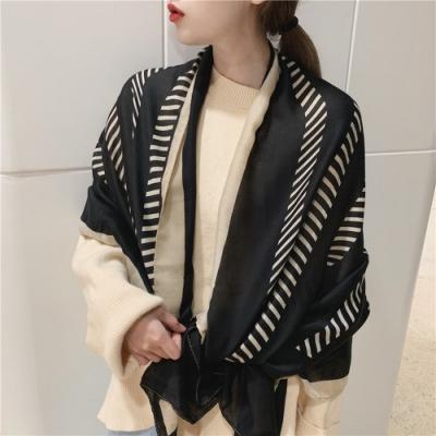 梨花HaNA 四季通用立體層次感斜條紋路黑白圍巾