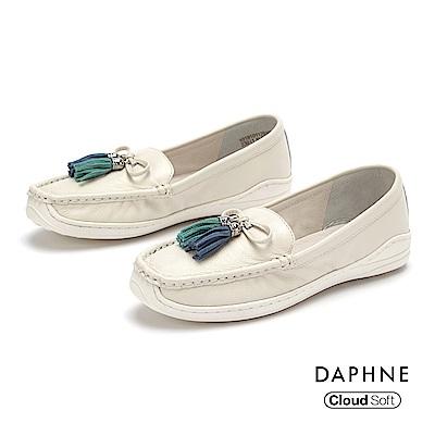 達芙妮DAPHNE 休閒鞋-質感牛皮繽紛流蘇樂福鞋-米白