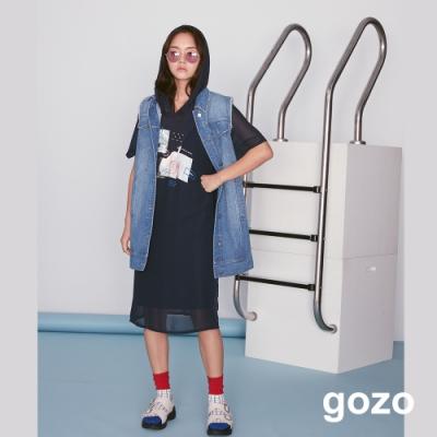 gozo 設計印花網紗拼接連帽長版洋裝(深藍)