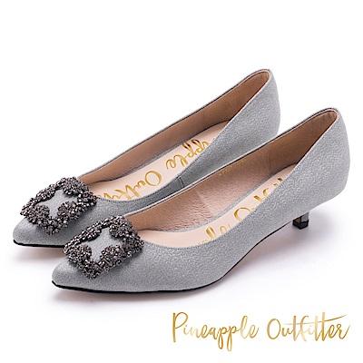 Pineapple Outfitter 低調氣質 水鑽方扣低跟鞋-灰色