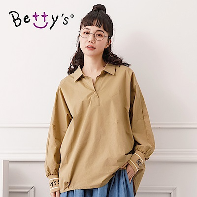 betty's貝蒂思 螺紋襯領LOGO上衣(深卡其色)