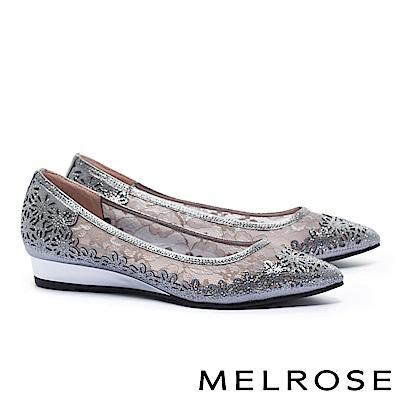 低跟鞋 MELROSE 優雅別致晶鑽點綴蕾絲網紗尖頭楔型低跟鞋-銀