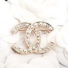 CHANEL 經典雙C LOGO鑲珍珠水鑽大款胸針 (金色)