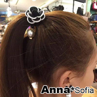 AnnaSofia 滾邊山茶花垂珠 純手工彈性髮束髮圈髮繩(黑系)