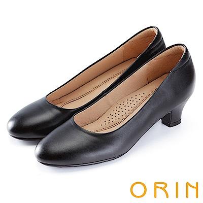 ORIN 釋放久站上班族的壓迫感 牛皮素面粗跟鞋-黑色