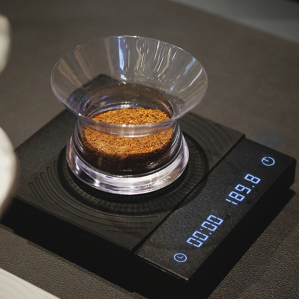 新版TIMEMORE泰摩黑鏡手沖咖啡大師LED觸控秤重計時電子秤 -黑 (可充電)(自動沖煮計時)(杯測計時)