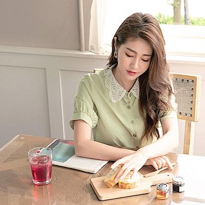 iMODA STAR- 臧芮軒。領口布蕾絲排釦微光澤復古襯衫
