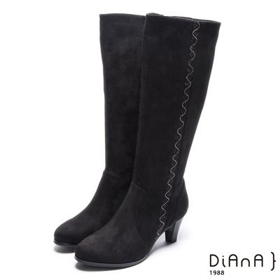 DIANA 低調奢華–簡約耀眼亮鑽羊絨修飾長靴-黑