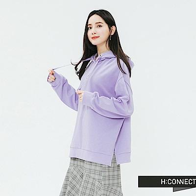 H:CONNECT 韓國品牌 女裝-亮眼圖樣側開岔帽T-紫
