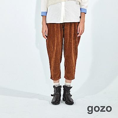 gozo 蠟印裝飾扣燈芯絨長褲(二色)
