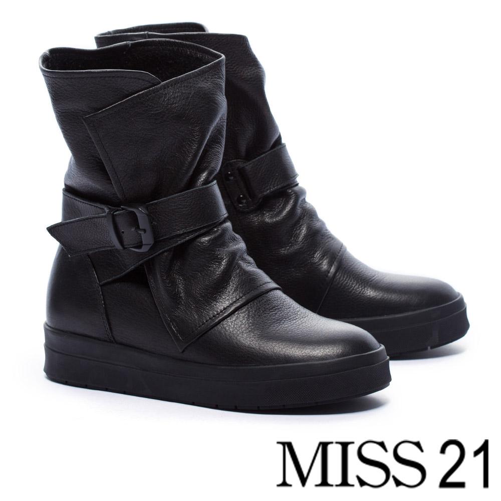 短靴 MISS 21 中性魅力釦帶裝飾全真皮厚底中筒短靴-黑