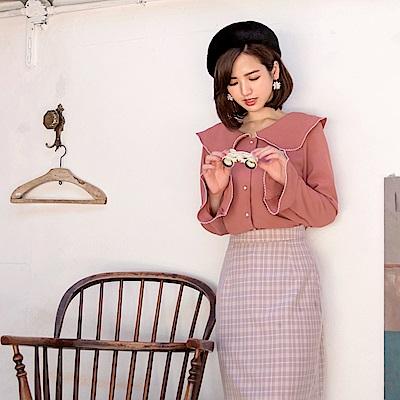 iMODA STAR-臧芮軒。純色珍珠扣喇叭袖雪紡襯衫