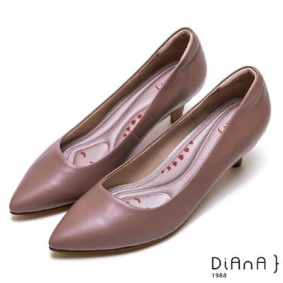 DIANA簡約素雅俐落真皮跟鞋-漫步雲端厚切輕盈美人-芋粉