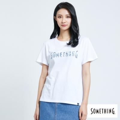 SOMETHING 靛藍花朵LOGO 短袖T恤-女-白色
