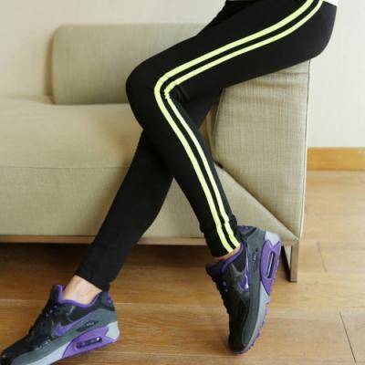 La Belleza運動休閒鬆緊腰側邊雙槓條紋拼接彈性高腰內搭褲