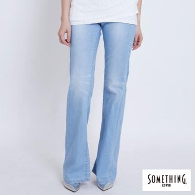 SOMETHING NEO FIT 五袋式靴型牛仔褲-女-拔淺藍