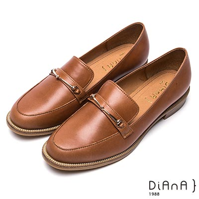 DIANA 摩登原味--馬銜釦真皮樂福鞋-棕