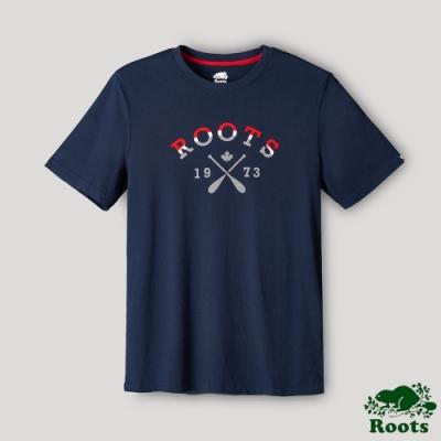 Roots男裝-湖畔小木屋系列 撞色LOGO短袖T恤-藍色