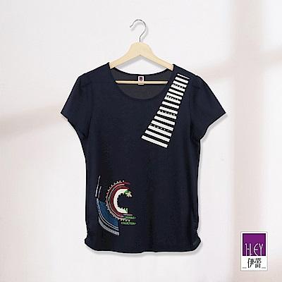 ILEY伊蕾 設計感線條印花絲光棉上衣(藍)