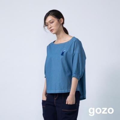 gozo 品牌logo造型燙布貼鬆緊袖上衣(二色)