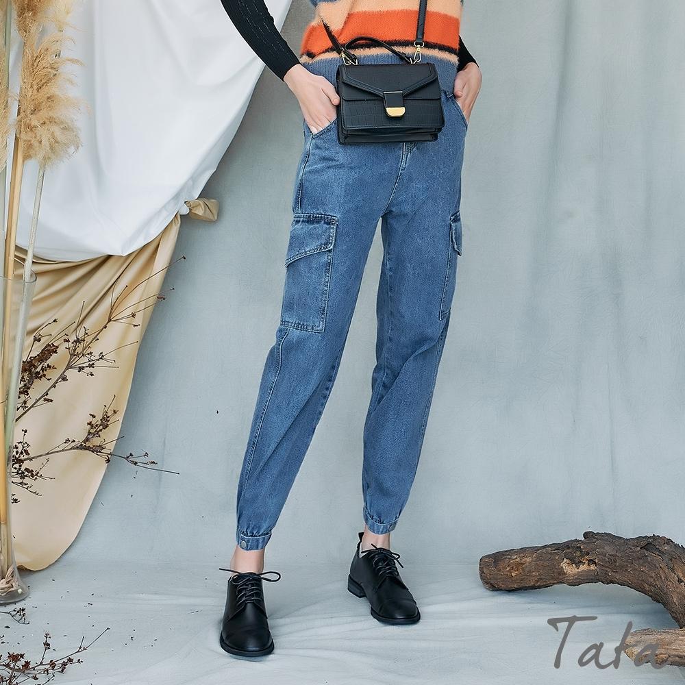 側雙大口袋束口牛仔褲 TATA-(S~L) (牛仔藍)