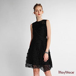 KeyWear奇威名品    蕾絲拼接修身無袖洋裝-黑色