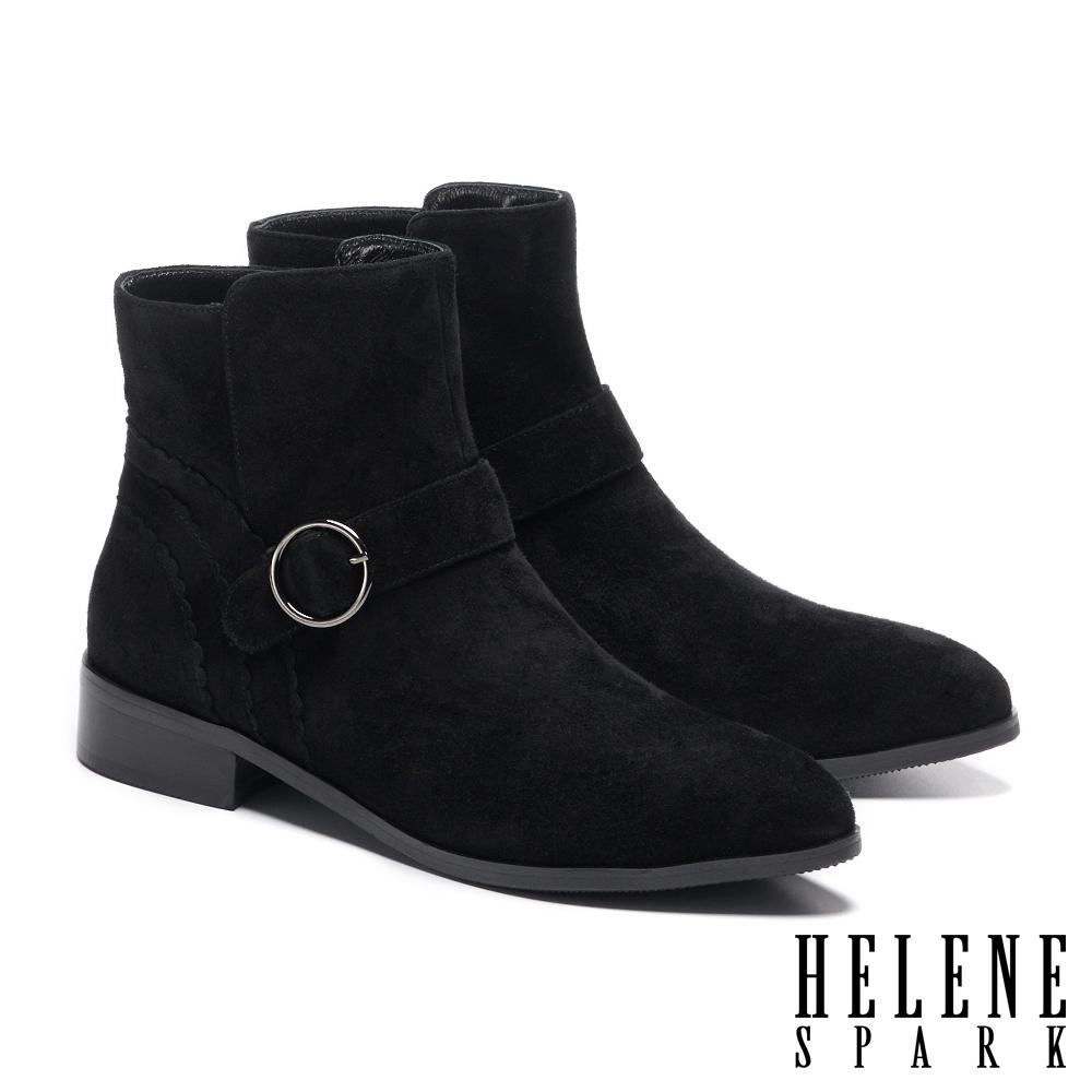 短靴 HELENE SPARK 簡約率性金屬圓釦羊麂皮尖頭低跟短靴-黑