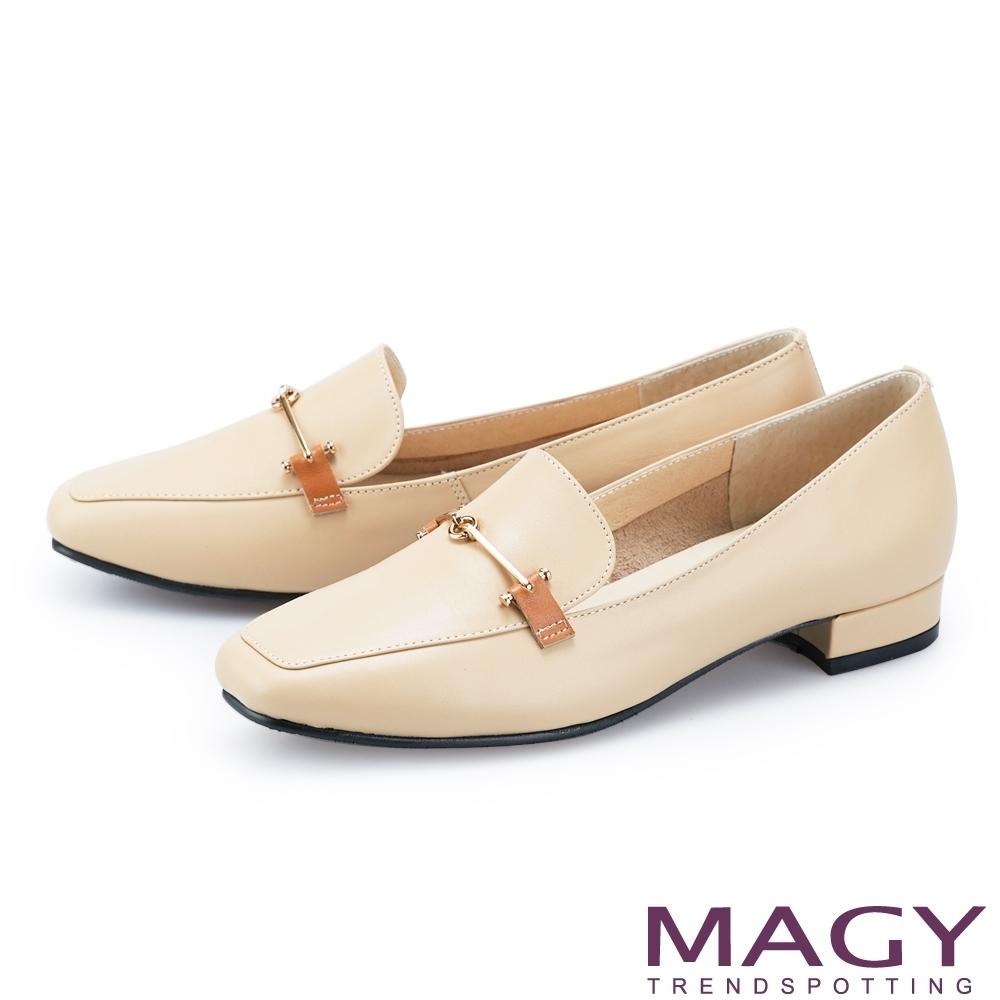 MAGY 氣質金屬釦真皮百搭 女 平底鞋 杏色