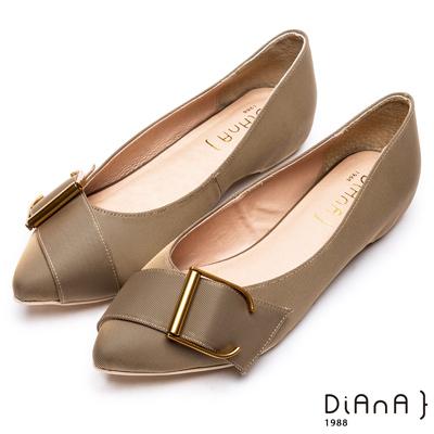 DIANA米蘭防潑水布釦帶尖頭平底鞋-明媚典雅-卡其