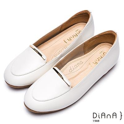 DIANA時尚簡約真皮平底樂福鞋-漫步雲端厚切焦糖美人-米白