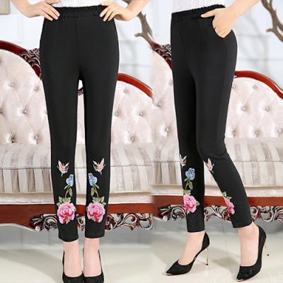 【韓國K.W】(預購)典雅品味魔力玫瑰工藝刺繡長褲(共1色)