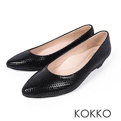 KOKKO - 時髦壓紋羊皮尖頭楔型鞋 - 亮黑