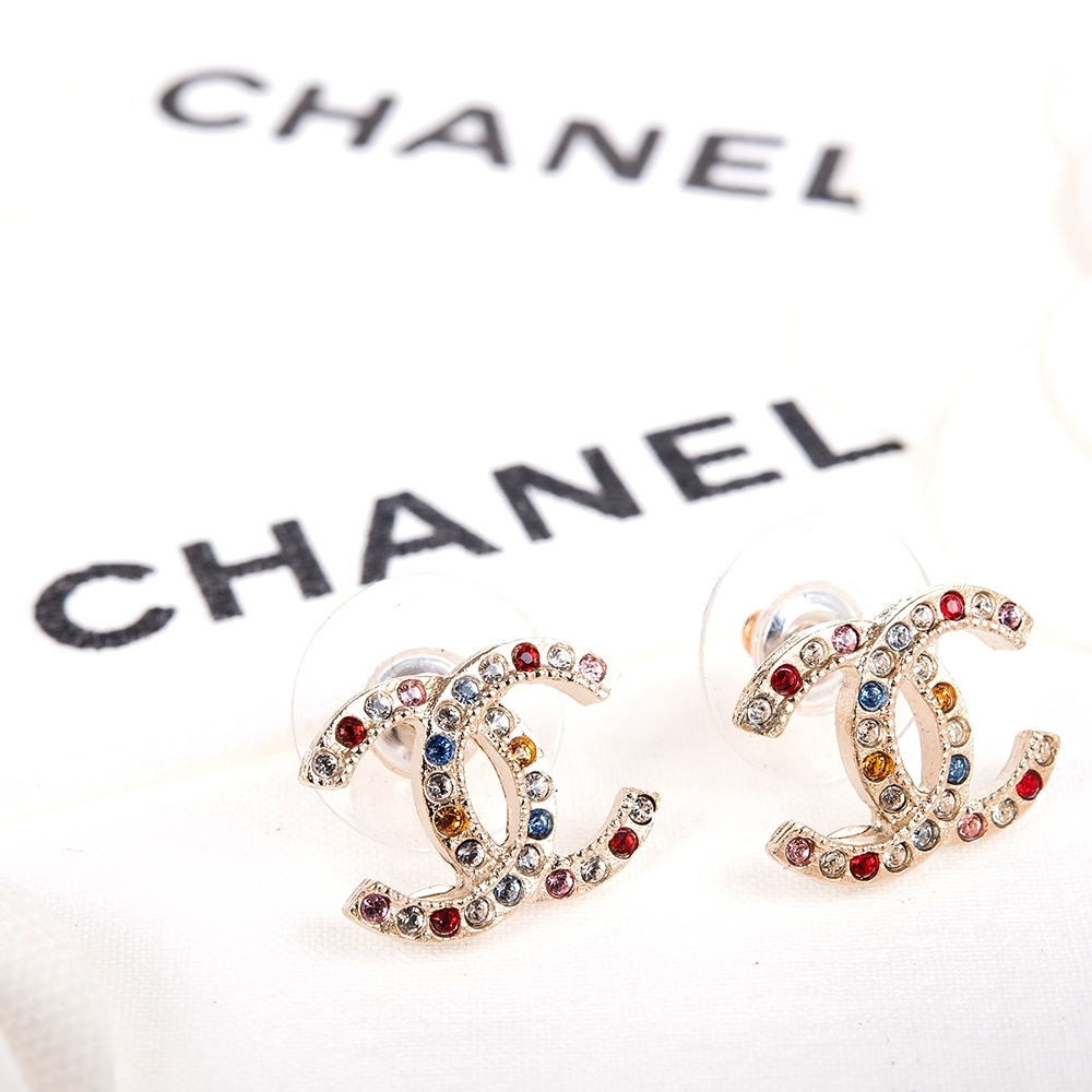 CHANEL 經典雙C LOGO彩色水鑽排列穿式耳環