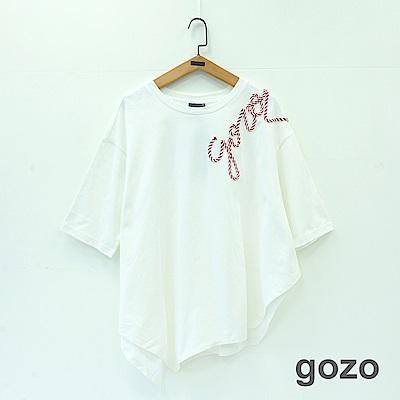 gozo 立體字母編繩不規則下擺造型上衣(二色)