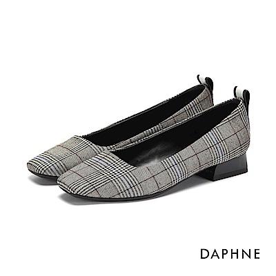 達芙妮DAPHNE 低跟鞋-典雅字母印刷方頭低跟鞋-格紋