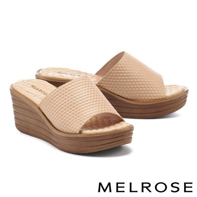 拖鞋 MELROSE 時髦質感壓紋羊皮楔型高跟拖鞋-米