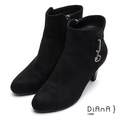 DIANA 極簡時尚—絨布垂墜水鑽花綴飾拉鍊短靴-黑