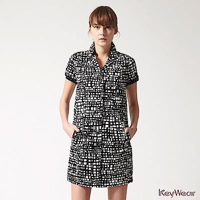 KeyWear奇威名品    典藏精選滿版印花短袖洋裝-黑色