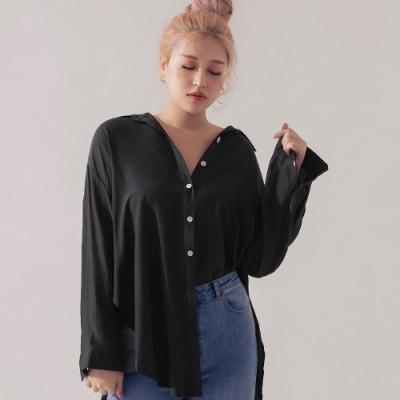 AIR SPACE LADY 中大尺碼 舒適滑面貝殼釦長袖襯衫(黑)