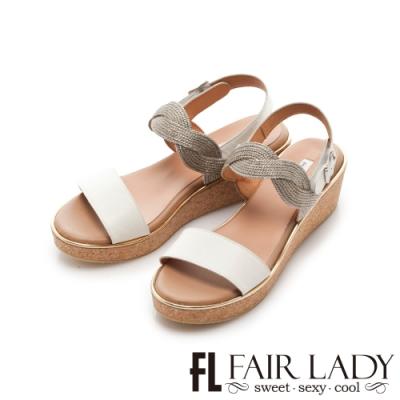 FAIR LADY Early Summer光澤感波浪編織一字楔型涼鞋 白