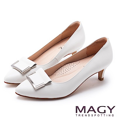 MAGY OL通勤專屬 金屬點綴牛皮尖頭中跟鞋-白色