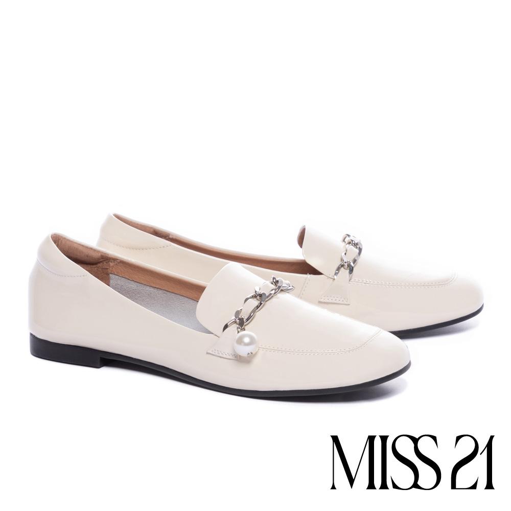 低跟鞋 MISS 21 復古時尚珍珠鏈全真皮方頭樂福低跟鞋-米白