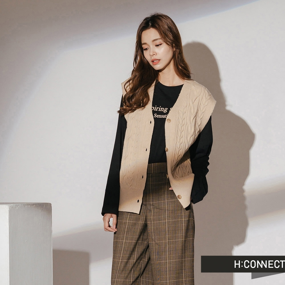 H:CONNECT 韓國品牌 女裝-麻花排釦針織背心-卡其