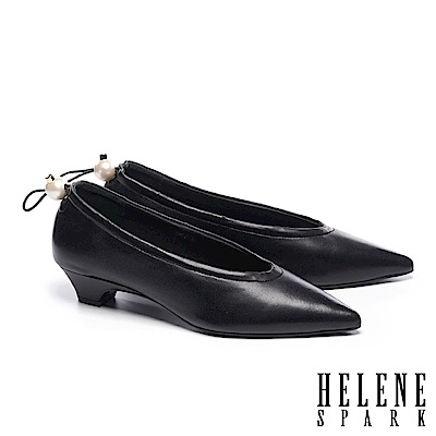 低跟鞋 HELENE SPARK 簡約懷舊珍珠鬆緊帶尖頭低跟鞋-黑