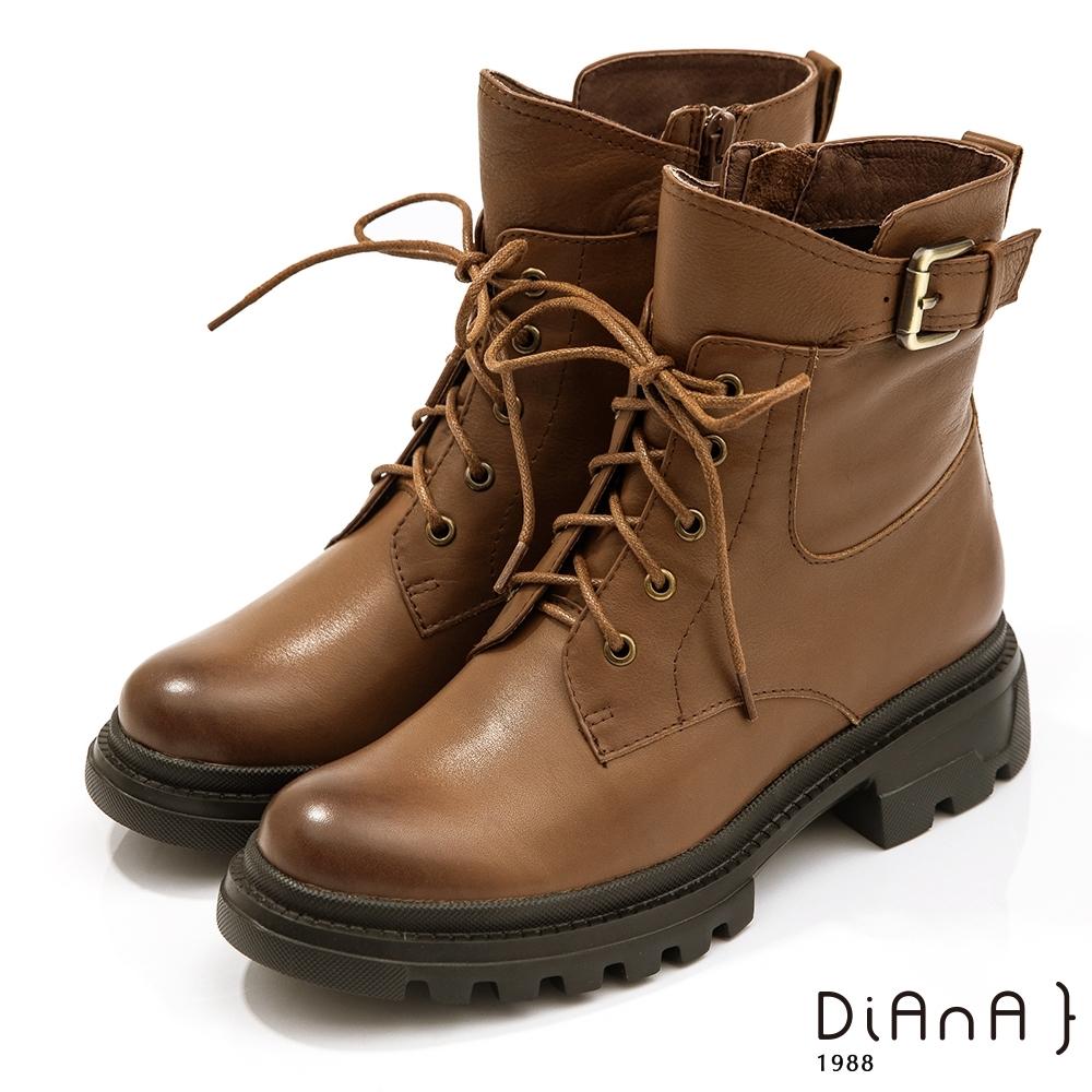 DIANA 5公分水染漸層牛皮皮帶釦側飾軍裝感低跟短靴-細緻品味-棕