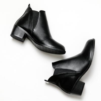 River&Moon短靴-極簡素面側鬆緊微尖頭短靴-黑