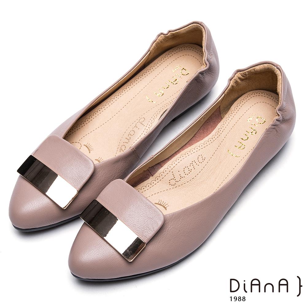 DIANA 漫步雲端厚切焦糖美人-金屬片拼接尖頭平底鞋-可可